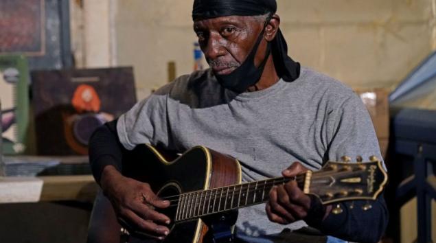 在密西西比州,小镇上的蓝调歌手让古老的音乐保持活力